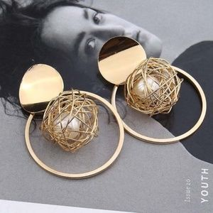 Geometric Wire Ball with Pearl Hoop Earrings